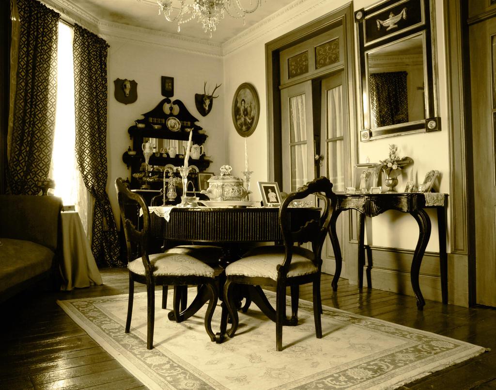 Lestat Living Room