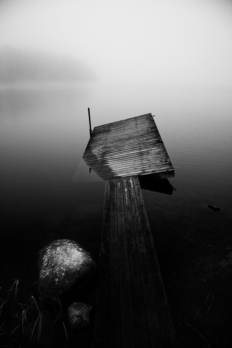 http://fc09.deviantart.net/fs40/i/2009/022/9/1/Fallen_bridge_by_Rekfoto.jpg