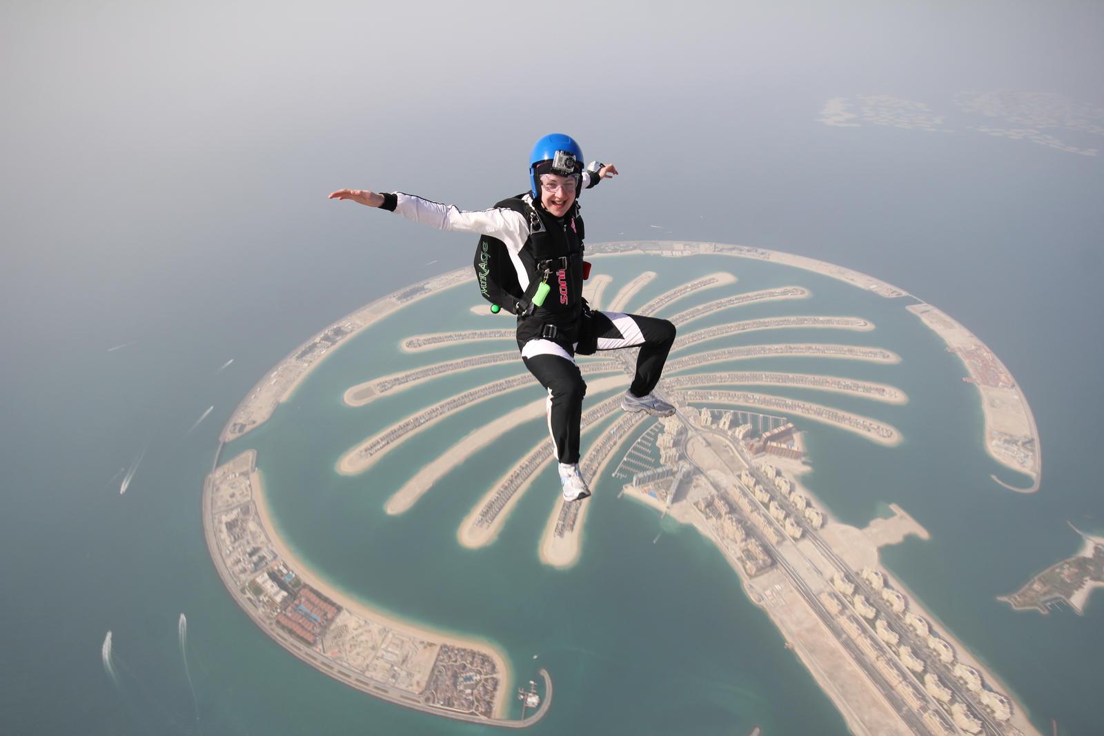 прыжок с парашютом девушка фото