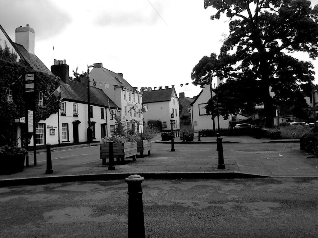 Victorian street by danzie96