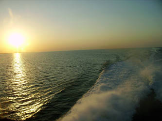 Sunset sea by cythoslar