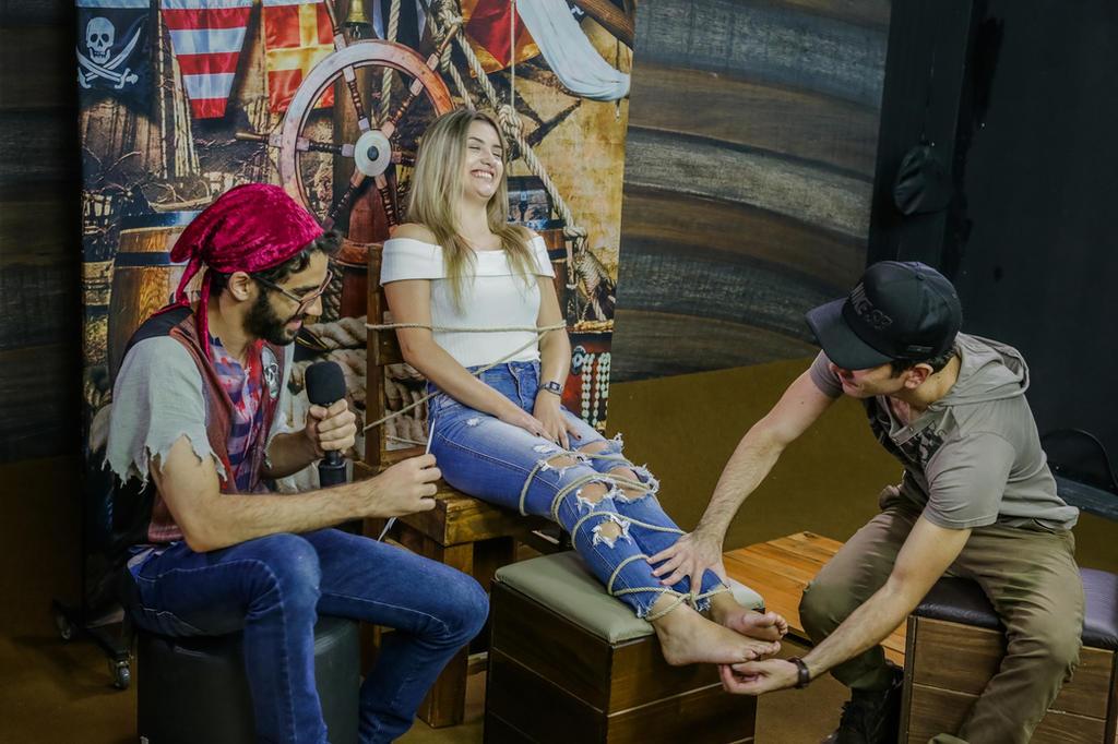 Tickling feet blonde Challenge - Sexy feet by raposa2