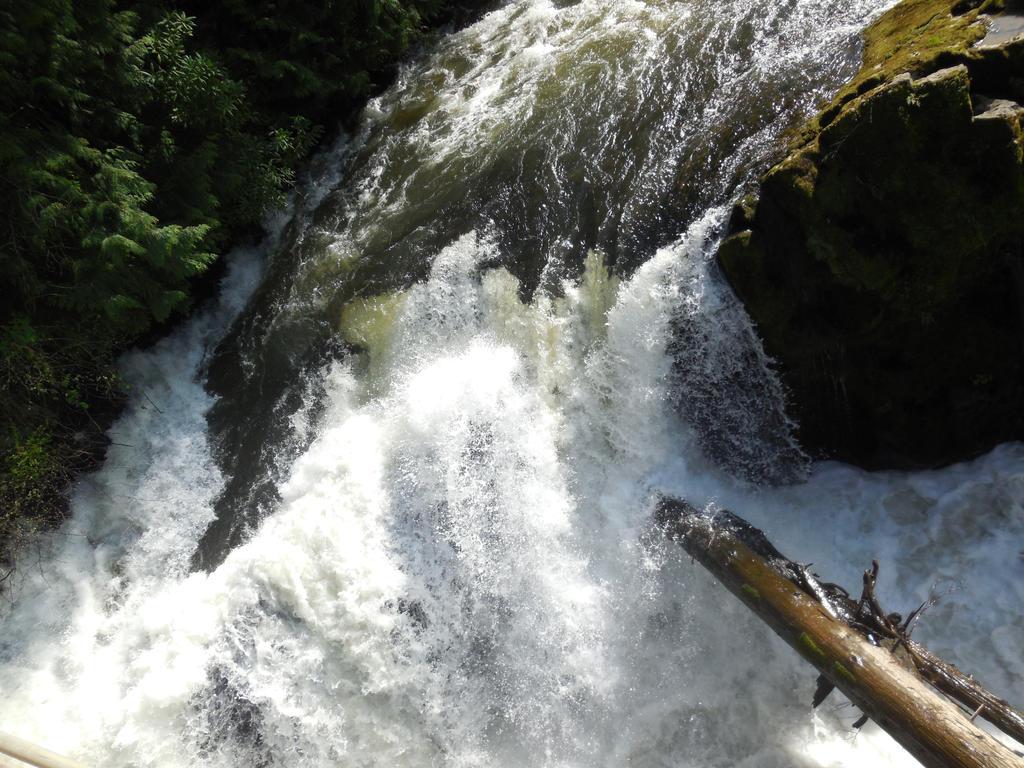 Tumwater falling by Isaiah2696