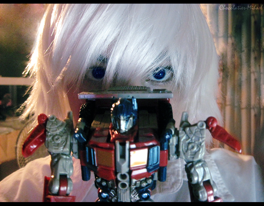 Optimus Prime by glitchb0t