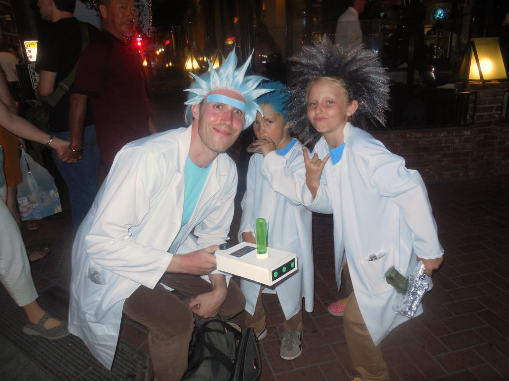 Tiny Ricks!!!! Rick and Morty cosplay SDCC 2016 by refinedjester