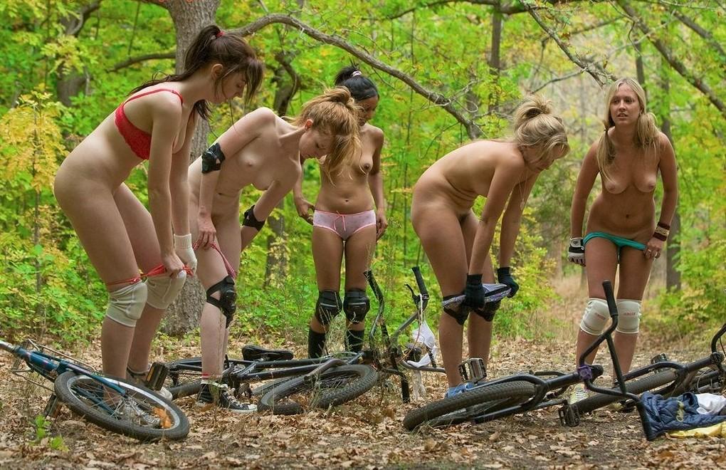 фото девушек голых в лесу