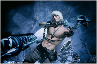 Leon Chiro as Dante w\Cerberus  - Devil May Cry 3 by LeonChiroCosplayArt