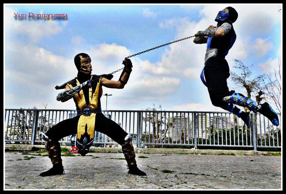 Sub-Zero vs Scorpion Cosplay - Roma Comics 2012 by LeonChiroCosplayArt