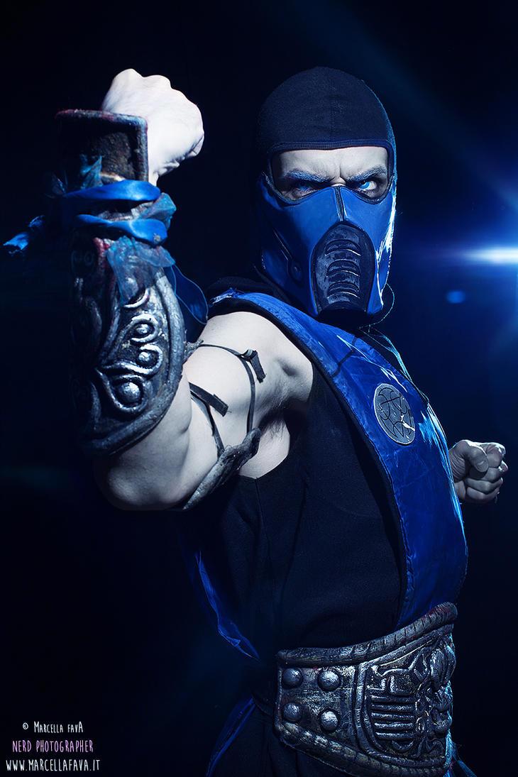 Sub-Zero Mortal Kombat 9 Cosplay by Leon Chiro
