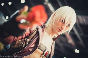 Dante DMC3 ready to Rock in MagnifiCon 2015 by LeonChiroCosplayArt