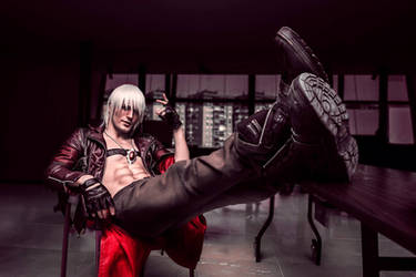 Dante - Devil May Cry 3 Cosplay Art by Leon Chiro