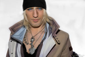 Snow Villiers - Final Fantasy XIII Cosplay by Leon