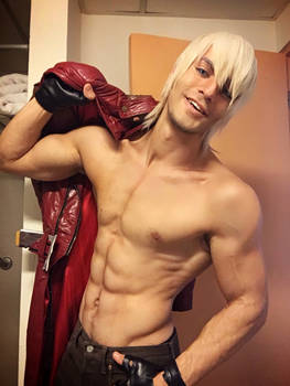 Dante - Devil May Cry 3 HD Cosplay by Leon Chiro