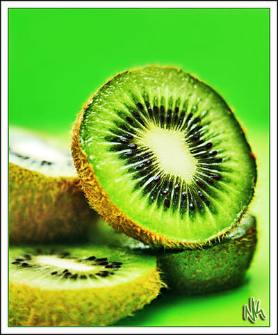 http://fc00.deviantart.com/fs29/i/2008/055/c/9/Kiwi_Fruit_by_ieatSTARS.jpg