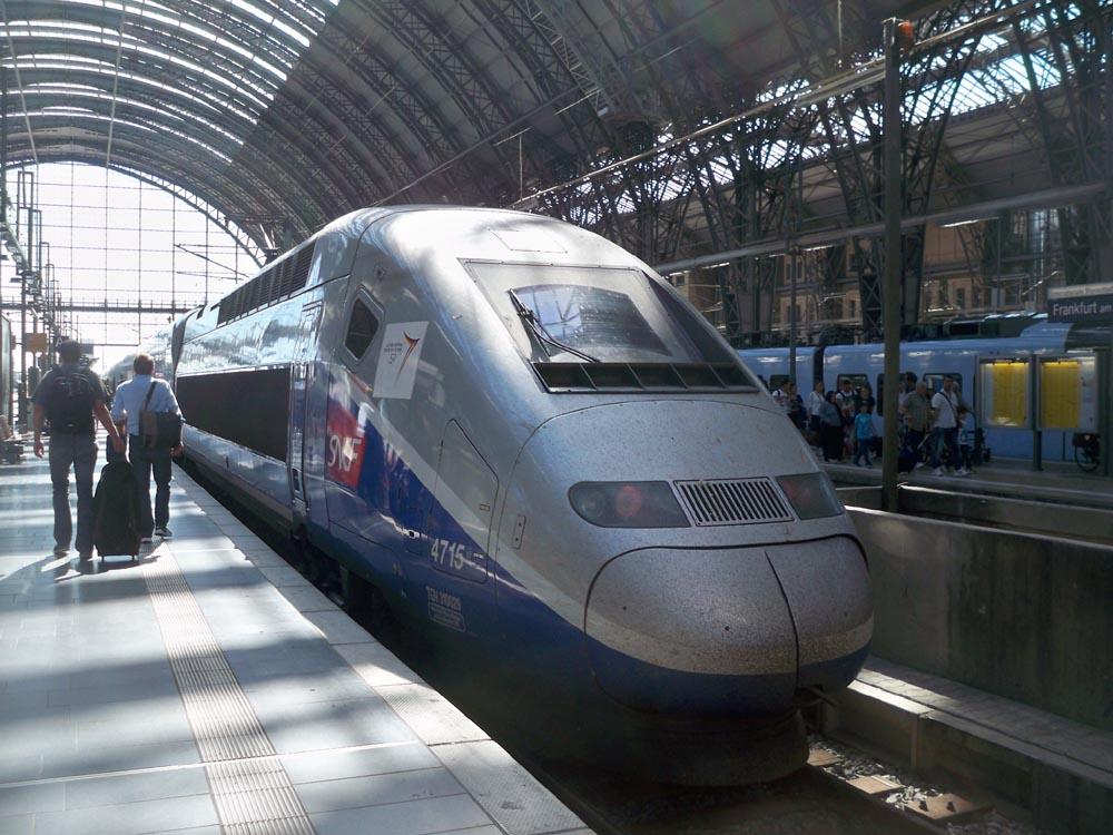 Train du Grande Vitesse by wolfman-al