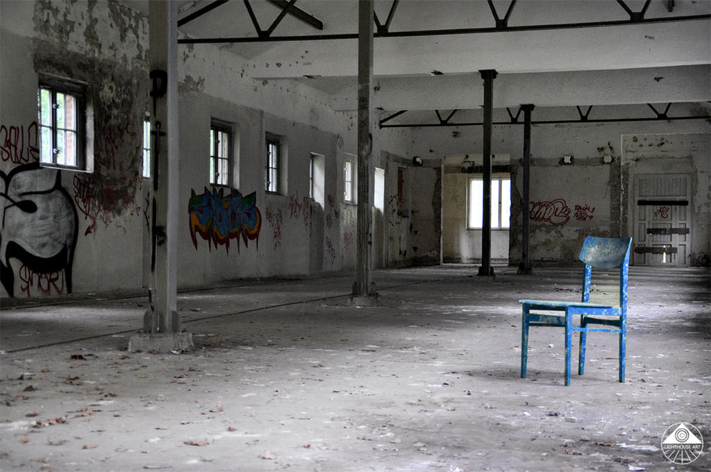 blue chair by MisterMettler