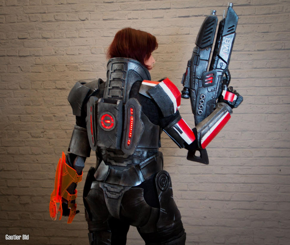 Shepard - Mass effect - cosplay by CynShenzi