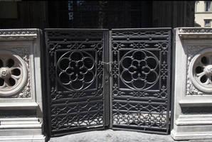 Florence gate by enframed