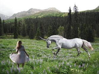 Running Unicorn by ladylithia