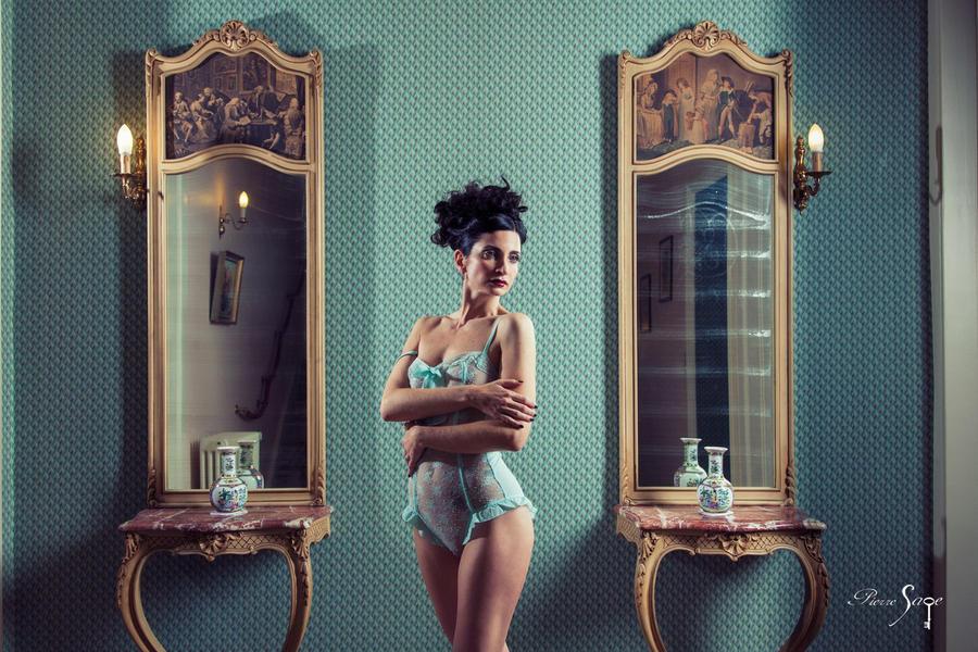 L'Heure Bleue by Daturanoire