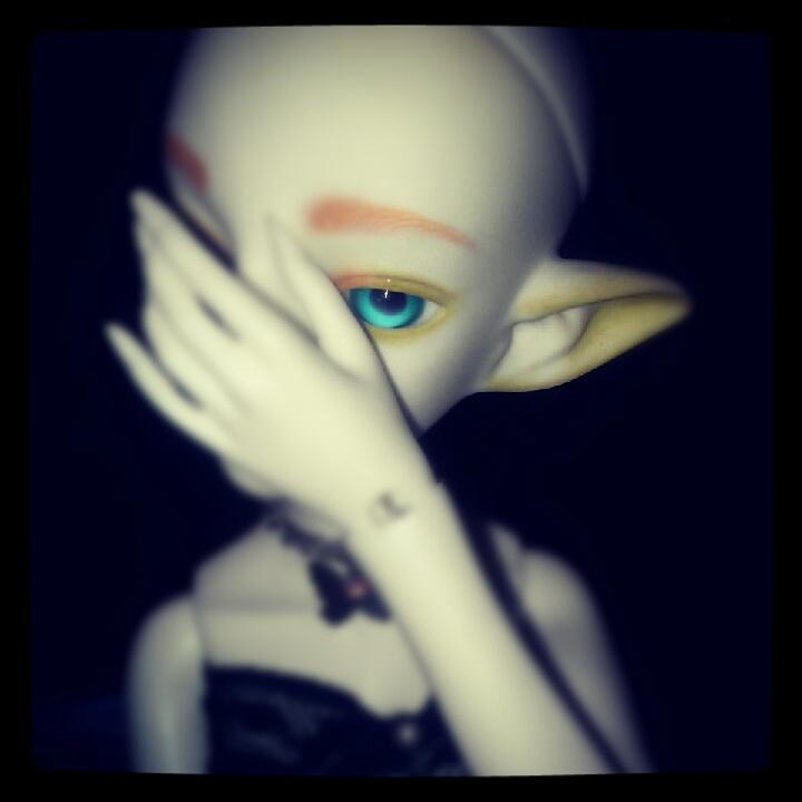Don't Look At Me by MarcelineKhepri