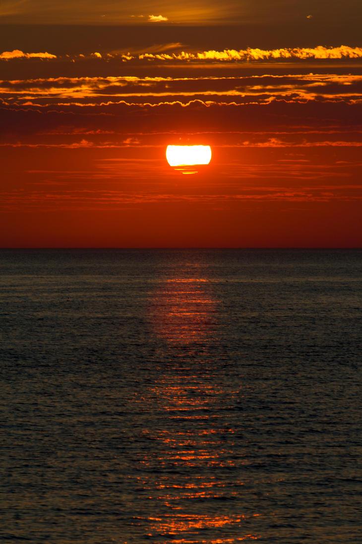 Ocean sunset by brokenbokeh