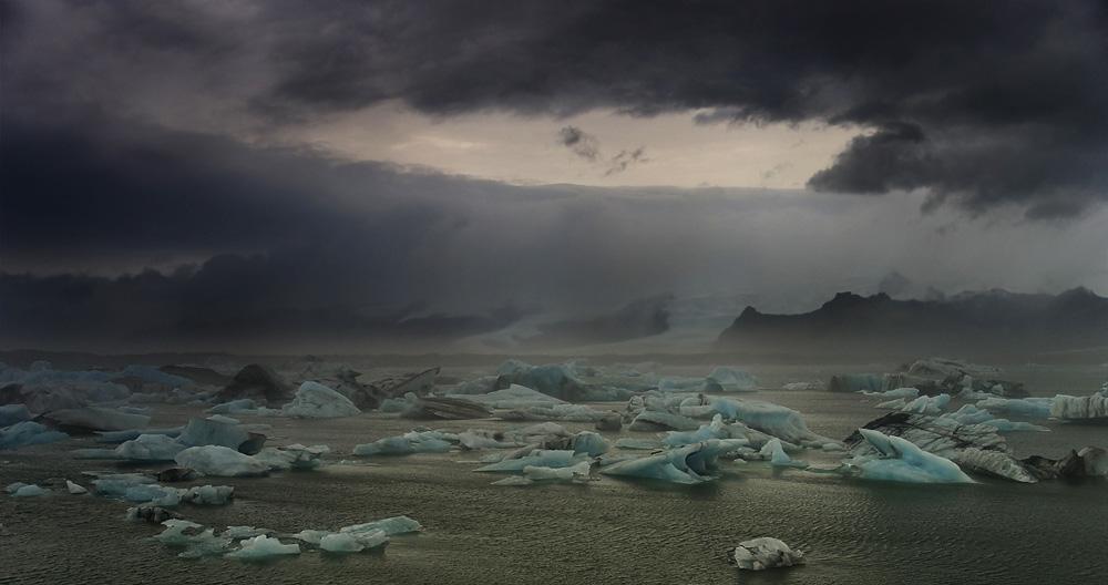 A crump of Blue glacier by Yazhubal
