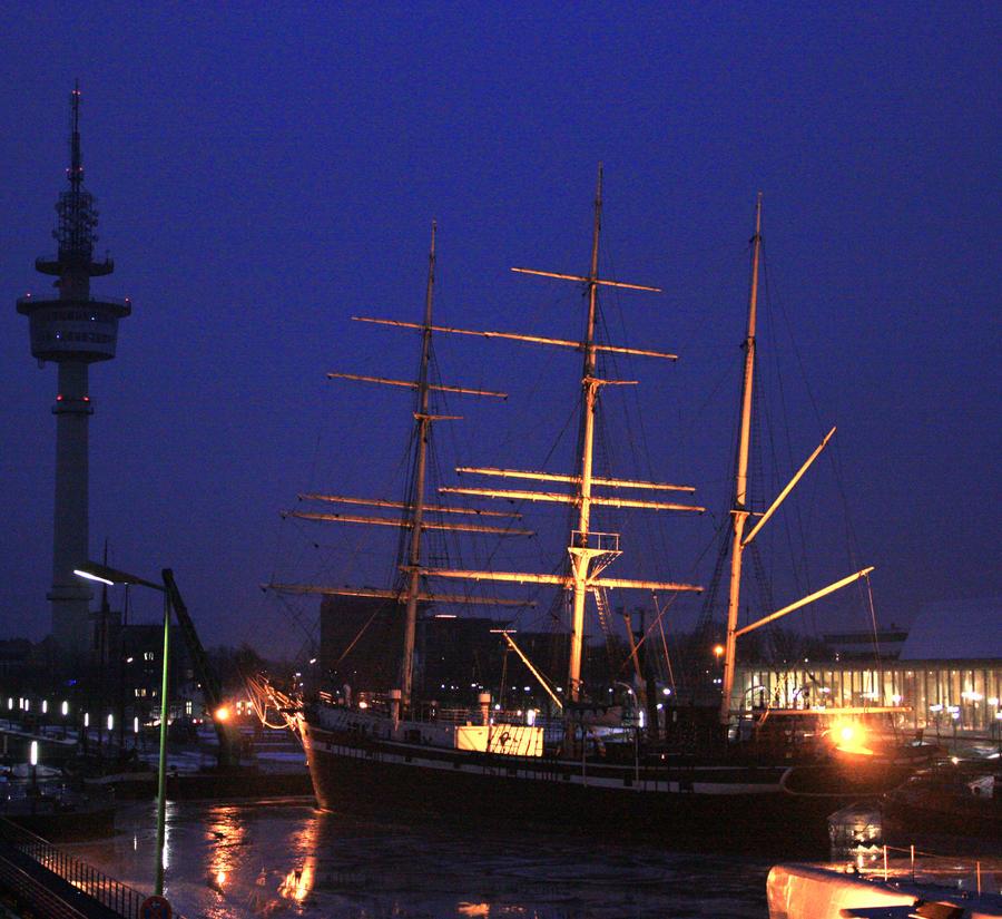 Boat in Bremerhaven by zinerva91