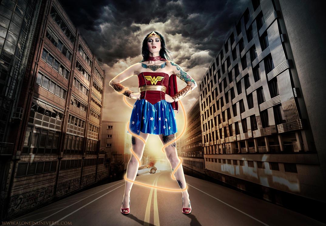 Wonder Woman by AloneInUniverseArt