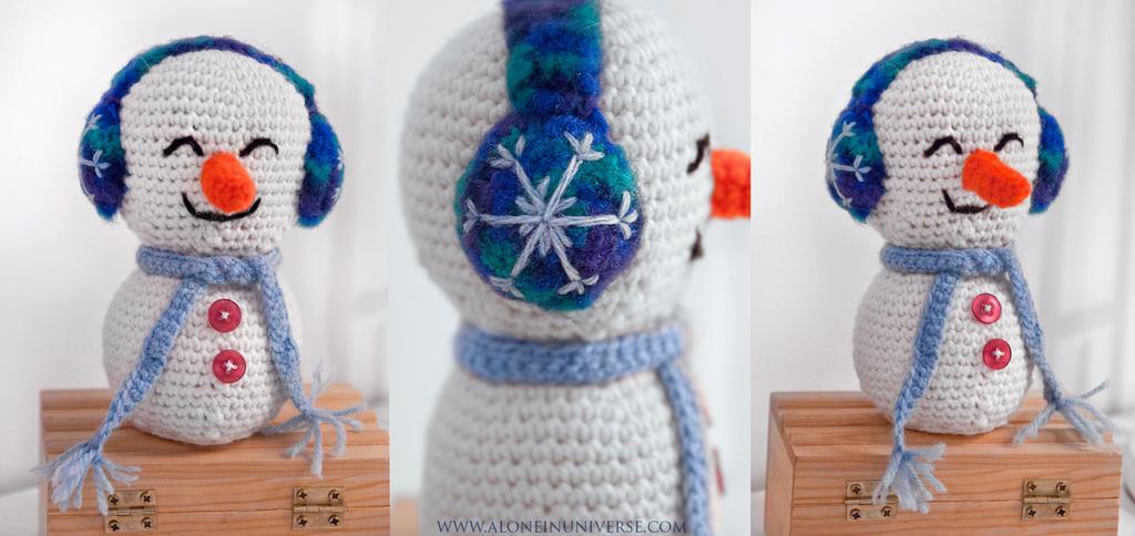 Snowman Crochet by AloneInUniverseArt