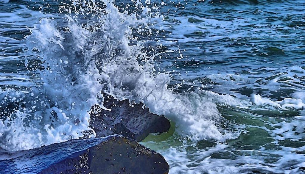 Splashhhhh by mrdeforrest