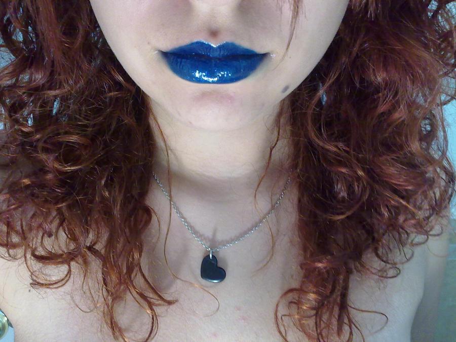 Her lips mesmerize me.. by TaTiGalactik