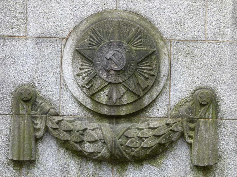 Soviet Cenotaph . Berlin . 8 by utico