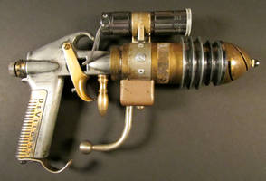 Harris-Built Ray-gun by Harris-Built