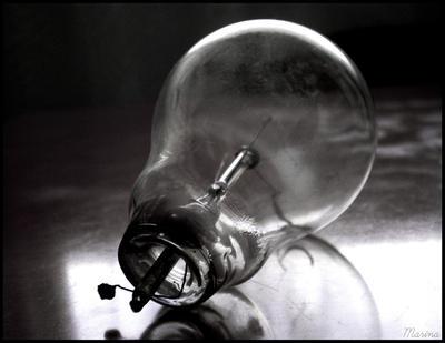 Bulb by MarinaCoric