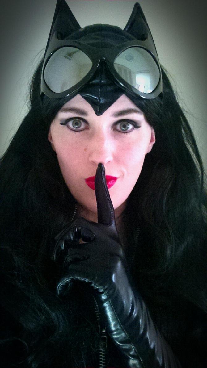 Catwoman- Shhhhh.... by BeautifulRoseThorn