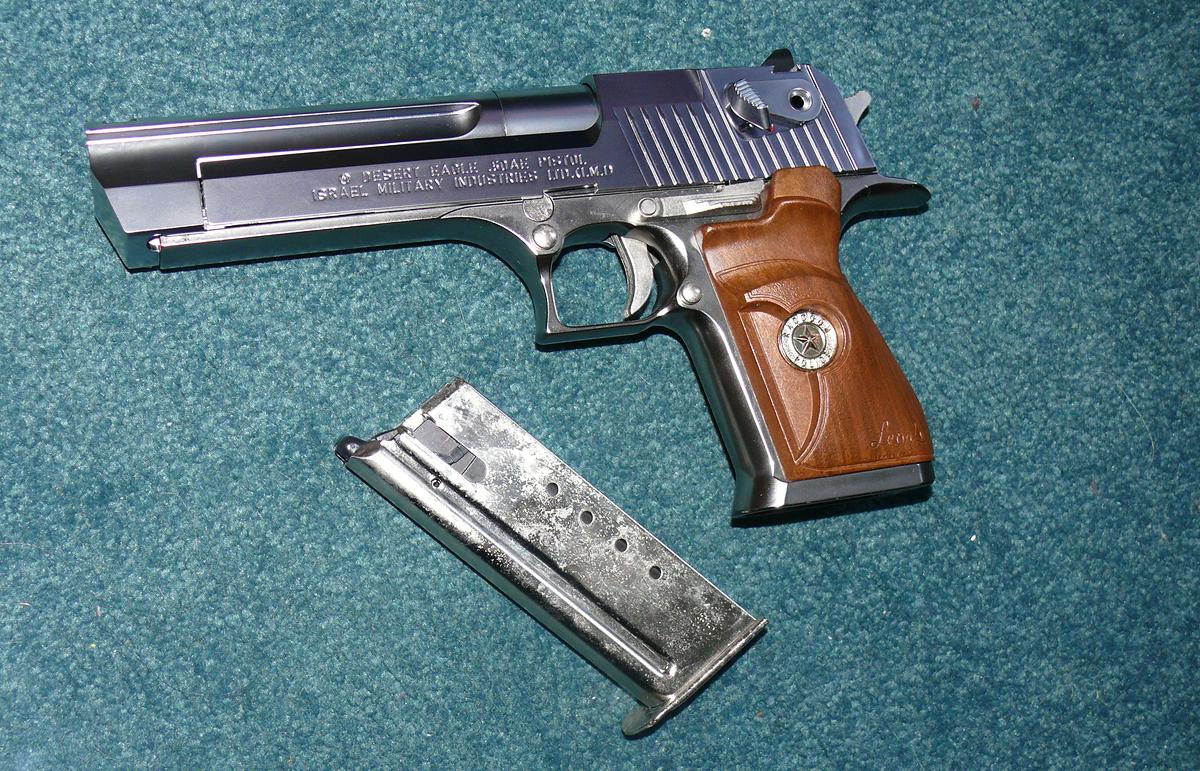 mods pistola samurai edge cromada y magnum desert eagle Leon__s_Desert_Eagle_by_RedDevil00