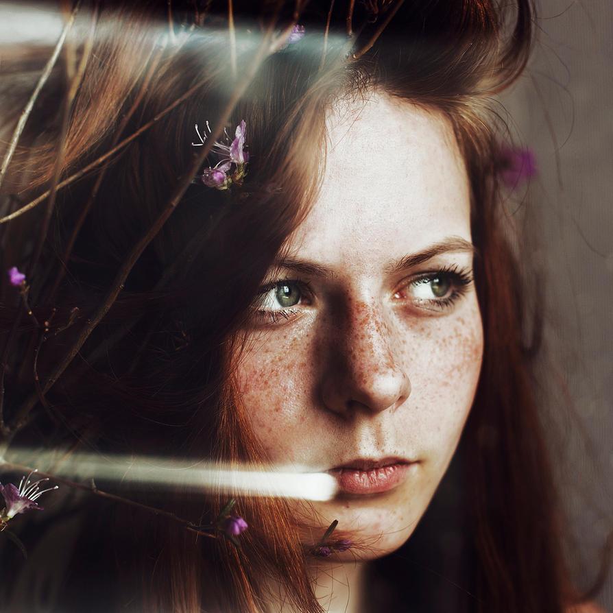 Eva by emptyredhead
