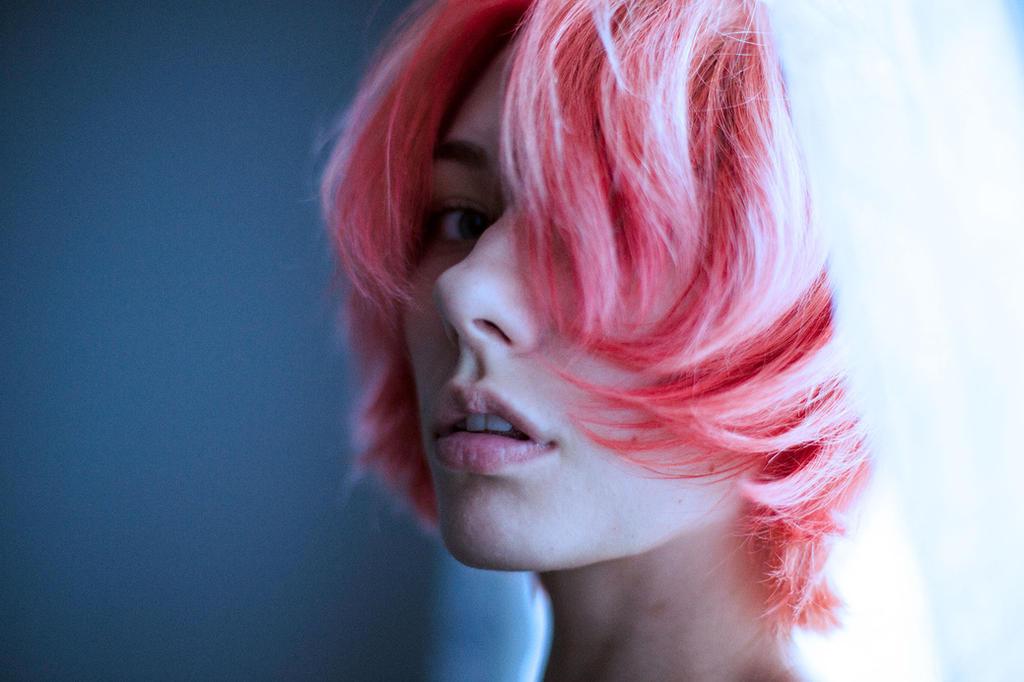 pink hair by emptyredhead