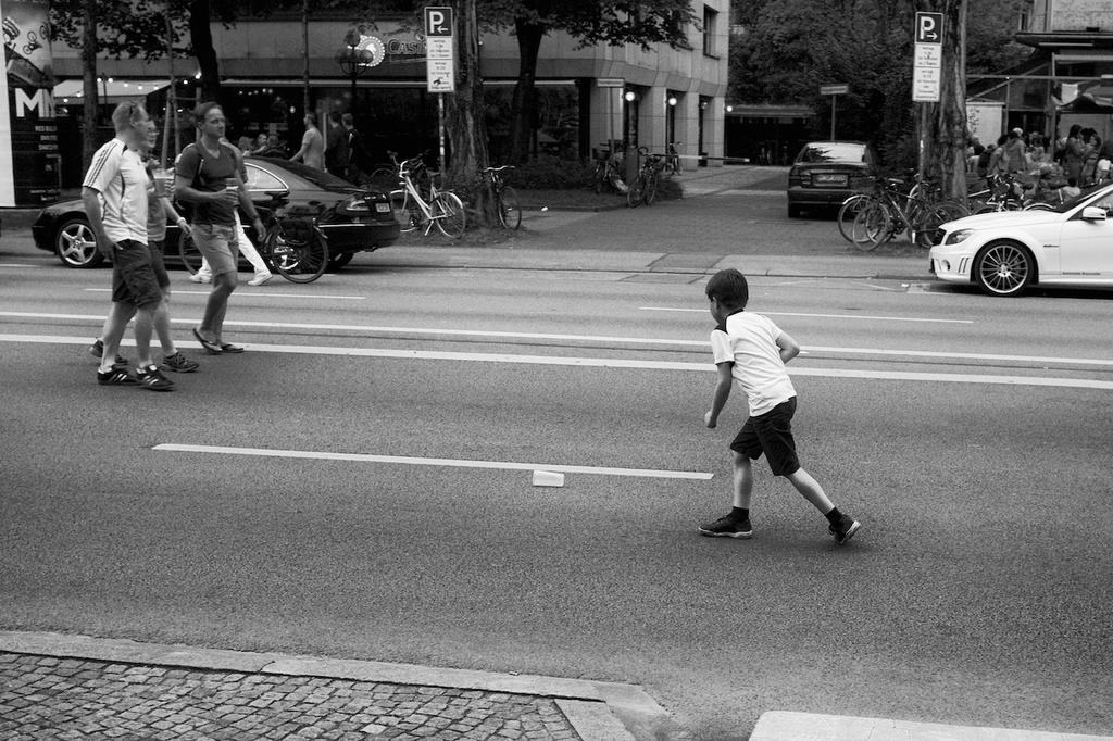 Leopoldstrasse by batmantoo