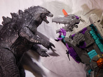 Trypticon/Big G Close-up