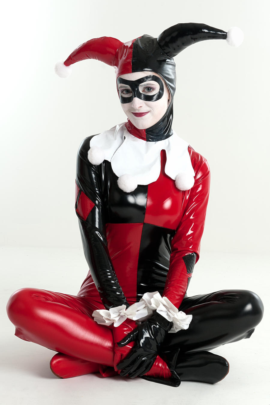 Sitting pretty by SuperSaz