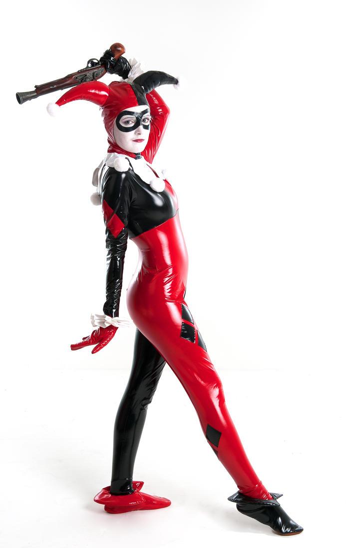 Gun pose by SuperSaz