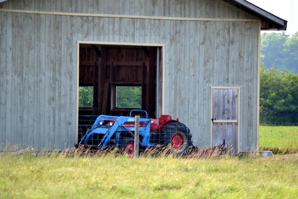 Western Barn by Steppenwulfe