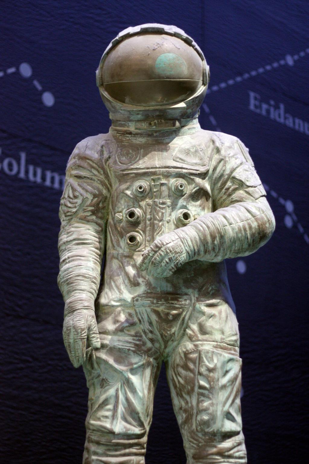ancient astronaut sculpture - photo #16
