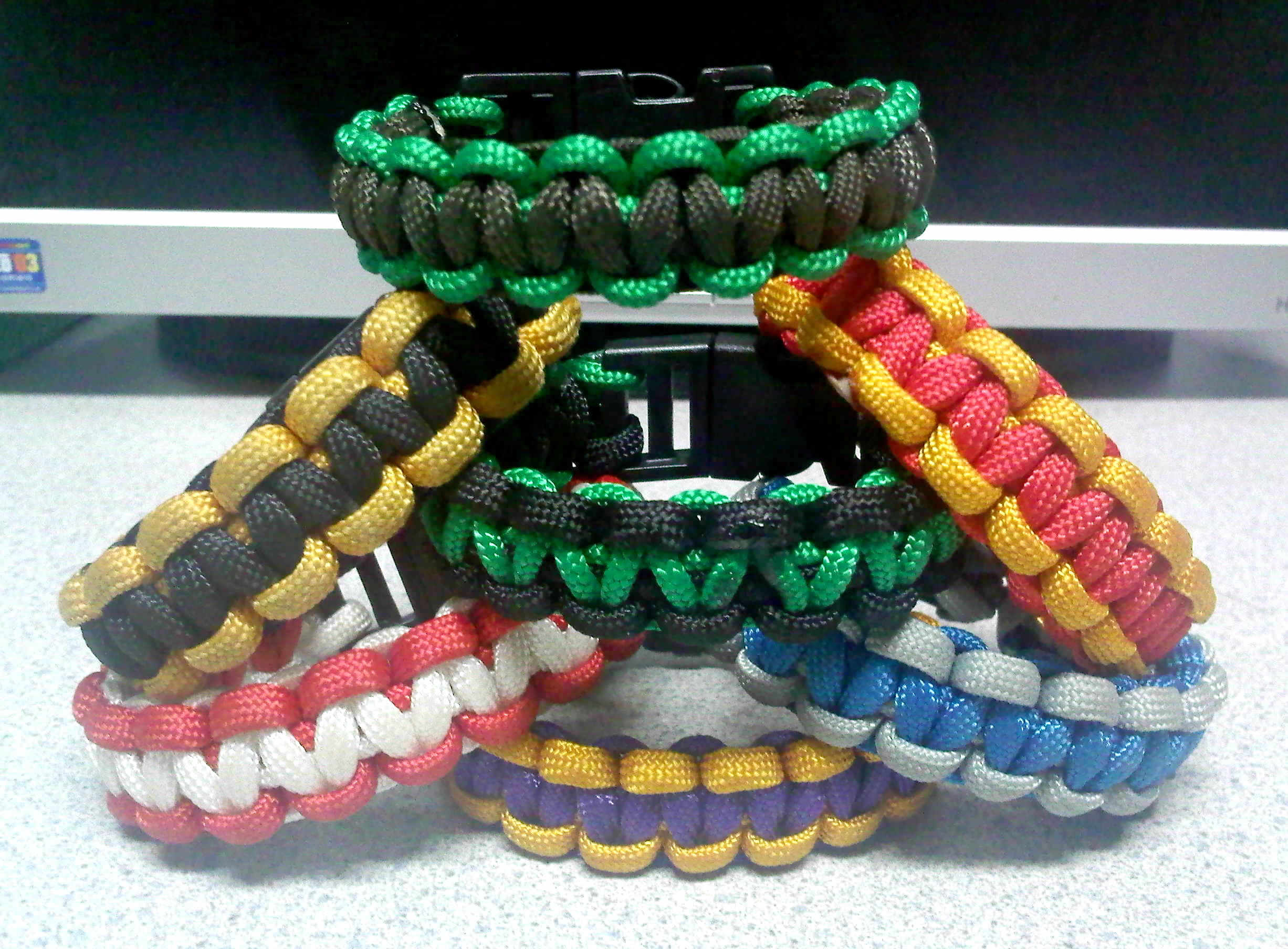 Solomon bar paracord bracelets by theorigamiarchitect on for Paracord wallpaper