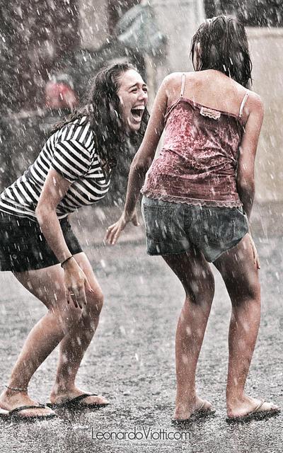 Kisa - Page 4 In_the_rain_by_leonardoviotti-d3bjmn8