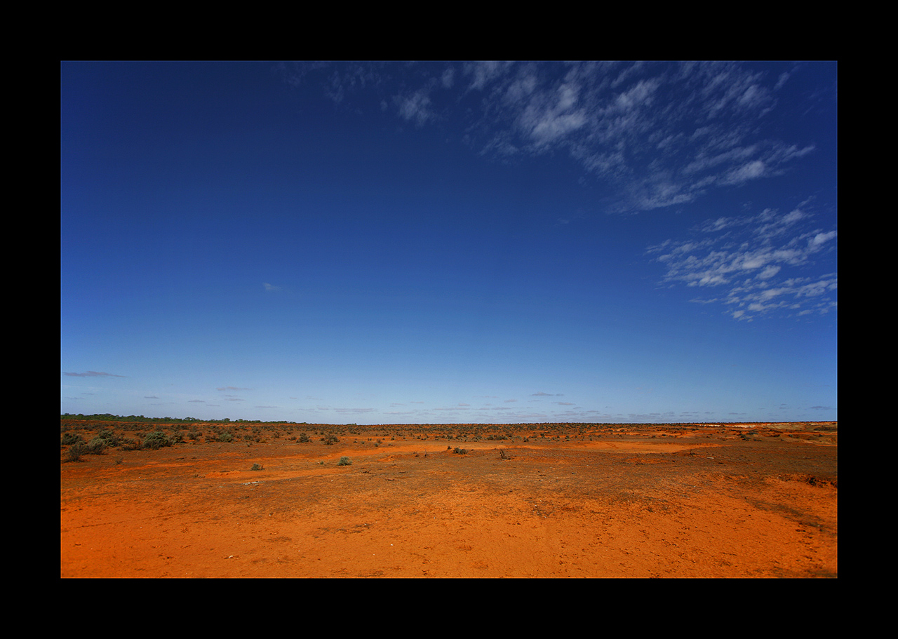 Lake Victoria Station - Desert by eehan