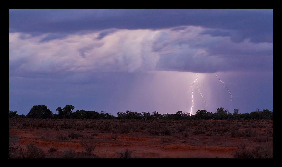 Lightning in the Desert by eehan