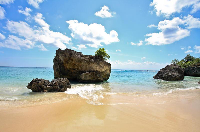 padang beach by andthecowsgobaa